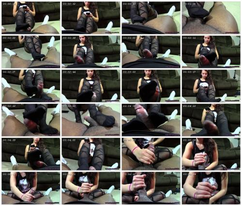 texting-while-giving-a-pantyhose-footjob-pantyhose-factory_scrlist.jpg