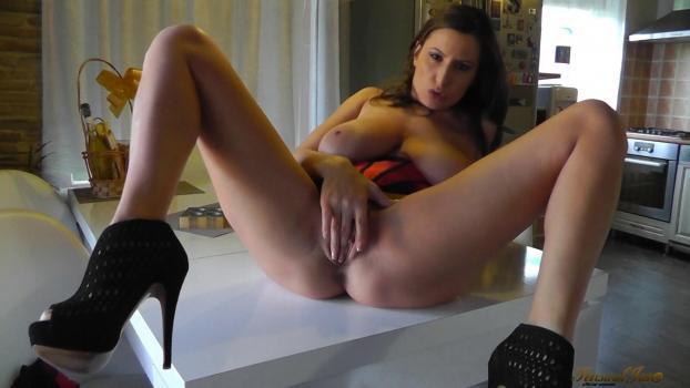 sensualjane-e33-squirting-in-my-friends-kitchen.jpg