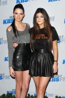 https://t9.pixhost.to/thumbs/744/42096628_kendallkylie_jenner_2012kiisfmjingleball_-3.jpg