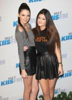 https://t9.pixhost.to/thumbs/744/42096634_kendallkylie_jenner_2012kiisfmjingleball_-7.jpg
