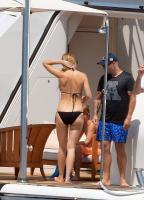 https://t9.pixhost.to/thumbs/788/42410885_42253176_gwyneth-paltrow-in-bikini-on-a-yacht-in-st-tropez-20170619-17.jpg